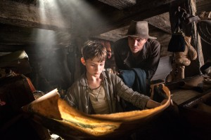 (l-r) Levi Miller as Peter Pan and Garreth Hedlund as Hook in PAN. ©Warner Bros. Entertainment. CR: Lauire Sparham.