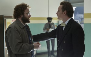 (L to R) Steve Wozniak (SETH ROGEN) and Steve Jobs (MICHAEL FASSBENDER) in STEVE JOBS. ©Universal Studios. Francois Duhamel.