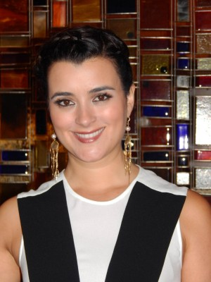 Cote De Pablo poses for the camera after her exclusive interview with Lynn Barker. ©Lynn Barker.
