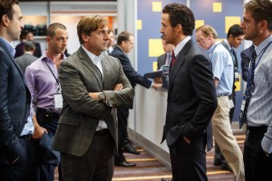 (l-r) Steve Carell plays Mark Baum and Ryan Gosling plays Jared Vennett in THE BIG SHORT. ©Paramount Pictures.