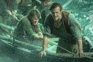 (l-r) Sam Keeley as Ramsdell and Chris Hemsworth as Owen Chase in IN THE HEART OF THE SEA. ©Warner Bros. Entertainment. Cr: Jonathan Prime.