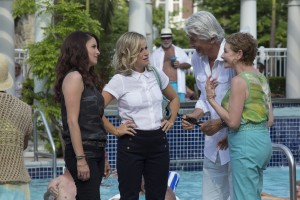 (L to R) The Ellis family—Kate (TINA FEY), Maura (AMY POEHLER), Bucky (JAMES BROLIN) and Deanna (DIANNE WIEST) in SISTERS. ©Universal Pictures. CR: K.C. Bailey.