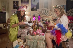 (L to R) TINA FEY and AMY POEHLER star in SISTERS. ©Universal Pictures. CR: K.C. Bailey.