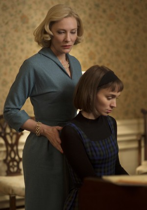 (L-R) CATE BLANCHETT and ROONEY MARA star in CAROL. ©The Weinstein Company. CR: Wilson Webb.
