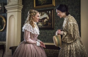 (l-r) Alice Green (AnnaSophia Robb) and Emma Green (Hannah James) in MERCY STREET. ©PBS. CR: Antony Platt.