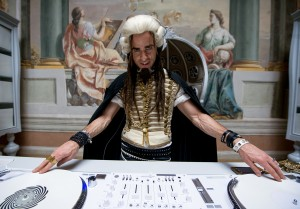 Justin Theroux plays Evil DJ in Zoolander No. 2. ©Paramount Pictures. CR: Wilson Webb.