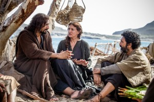 Jesus (Cliff Curtis) with Mary (Maria Botto) and James (Selva Rasalingam) and his other apostles on the shores of the Sea of Galilee in Columbia Picutres' RISEN. ©CTMG. CR: Rosie Collins.