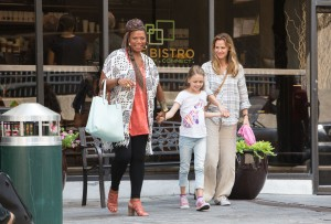 Angela (QUEEN LATIFAH) is determined to take Anna (KYLIE ROGERS) and Christy (JENNIFER GARNER) for a tour of Boston in Columbia Picturs' MIRACLES FROM HEAVEN. ©CTMG. CR: Chuck Zlotnick.