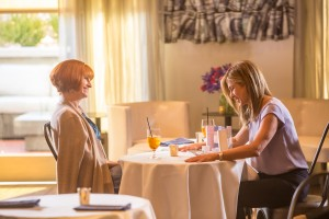 (l-r)Julia Roberts and Jennifer Aniston star in MOTHER'S DAY. ©Open Road Films. CR: Ron Batzdorff.