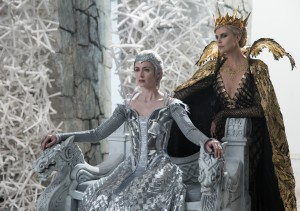 (L to R) Queen Freya (EMILY BLUNT) and Queen Ravenna (Oscar® winner CHARLIZE THERON) in the story that came before Snow White, THE HUNTSMAN WINTER WAR. ©Universal Studios. CR: Giles Keyte.