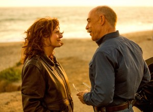 (l-r) Susan Sarandon as Marnie Minervini and J.K. Simmons as Zipper in THE MEDDLER. ©Sony Pictures Classics. CR: Jaimie Trueblood.