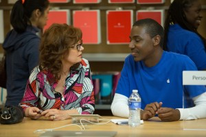 (l-r) Susan Sarandon as Marnie Minervini and Jerrod Carmichael as Freddy in THE MEDDLER. ©Sony Pictures Classics.