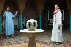 Alexander Black and Tom Hanks in A HOLOGRAM FOR THE KING. ©Raodside Attractions. CR: Frederic Batier.