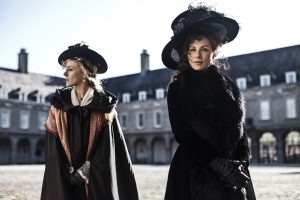 (l-r) Chloe Sevigny and Kate Bekinsdale star in LOVE & FRIENDSHIP. ©Amazon Studios/Roadside Attractions. CR: Ross McDonnell.