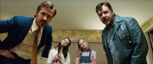 (l-r) Ryan Gosling as Holland March, Daisy Tahan as Jessica, Angourie Rice as Holly and Russell Crowe as Jackson Healy in THE NICE GUYS. ©Warner Bros. Entertainment.