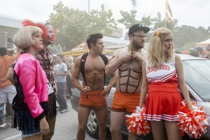 (L to R) Paula (CARLA GALLO), Jimmy (IKE BARINHOLTZ), Teddy (ZAC EFRON), Mac (SETH ROGEN) and Kelly (ROSE BYRNE) are ready to act their age in NEIGHBORS 2: SORORITY RISING. ©Universal Studos. CR: Chuck Zlotnick.