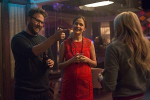 (L to R) Mac (SETH ROGEN) and Kelly Radner (ROSE BYRNE) try and play nice with new neighbor Shelby (CHLOË GRACE MORETZ) in NEIGHBORS 2: SORORITY RISING. ©Universal Studios. CR: Chuck Zlotnick.