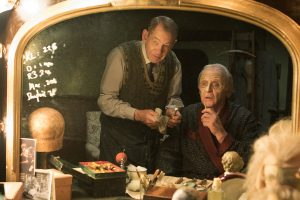 (l-r) Ian McKellen as Norman and Anthony Hopkins as Sir in THE DRESSER. ©Playground Television UK.