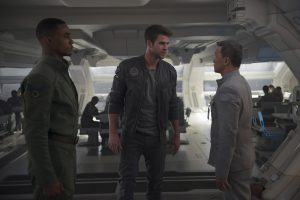 Fighter pilots Dylan Hiller (Jessie Usher, left) and Jake Morrison (Liam Hemsworth) have contrasting reactions to orders from a superior in INDEPENDENCE DAY: RESURGENCE. ©20TH Century Fox. CR: Claudette Barius.