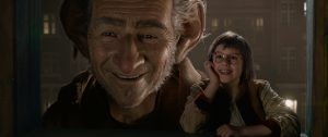 the Big Friendly Giant (Oscar (R) winner Mark Rylance)  and Sophie (Ruby Barnhill) in Steven Spielberg's THE BFG. ©Stoyteller Distribution Co, LLC.