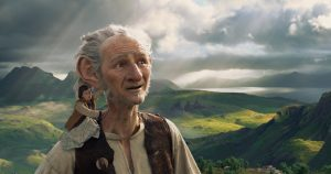 The BFG (Oscar (TM) winner Mark Rylance), a Big Friendly Giant from Giant Country shows Sophie around in THE BFG. ©Storyteller Distribution Co, LLC.