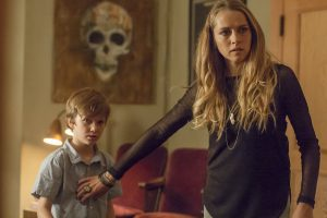 (l-r) Gabriel Bateman as Martin and Teresa Palmer as Rebecca in LIGHTS OUT. ©Warner Bros. Entertainment. CR: Ron Batzdorff.