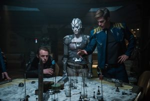 (l-r) Simon Pegg plays Scotty, Sofia Boutella plays Jaylah and Chris Pine plays Kirk in STAR TREK BEYOND. ©Paramount Pictures. CR: Kimberley French.