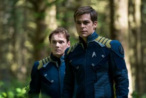 (l-r) Anton Yelchin plays Chekov and Chris Pine plays Kirk in STAR TREK BEYOND. ©Paamount Pictures. CR: Kimberely French.