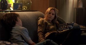(l-r) Gabriel Bateman as Martin and Maria Bello as Sophie in LIGHTS OUT. ©Warner Bros. Entertainment.