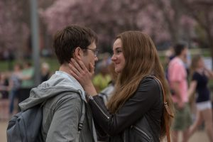 Joseph Gordon-Levitt as Edward Snowden and Shailene Woodley as Lindsay Mills in Academy Award® winning director Oliver Stone's international thriller SNOWDEN. ©Open Road Films. CR: William Gray.
