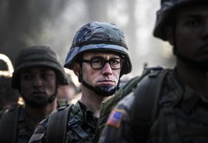 Joseph Gordon Levitt stars as Edward Snowden in SNOWDEN. ©Open Road Films. CR: Jürgen Olczyk.