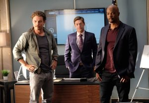 "(l-r) Clayne Crawford, Kevin Rahm and Damon Wayans in the ""Surf n Turf"" episode of LETHAL WEAPON airing Wednesday, Sept. 28 (8:00-9:00 PM ET/PT) on FOX. ©2016 Fox Broadcasting Co. CR: Darren Michaels/FOX"