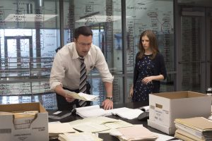 Ben Affleck as Chris Wolff and Anna Kendrick as Dana Cummings in THE ACCOUNTANT. © Warner Bros. Entertainment. CR: Chuck Zlotnick.