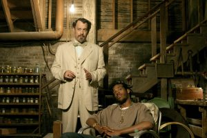 (l-r) Tom Hanks and Marlon Wayans star in THE LADYKILLERS. ©Touchstone.