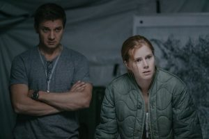 (L-R) Jeremy Renner as Ian Donnelly and Amy Adams as Louise Banks in ARRIVAL. ©Paramount Pictures. CR: Jan Thijs.