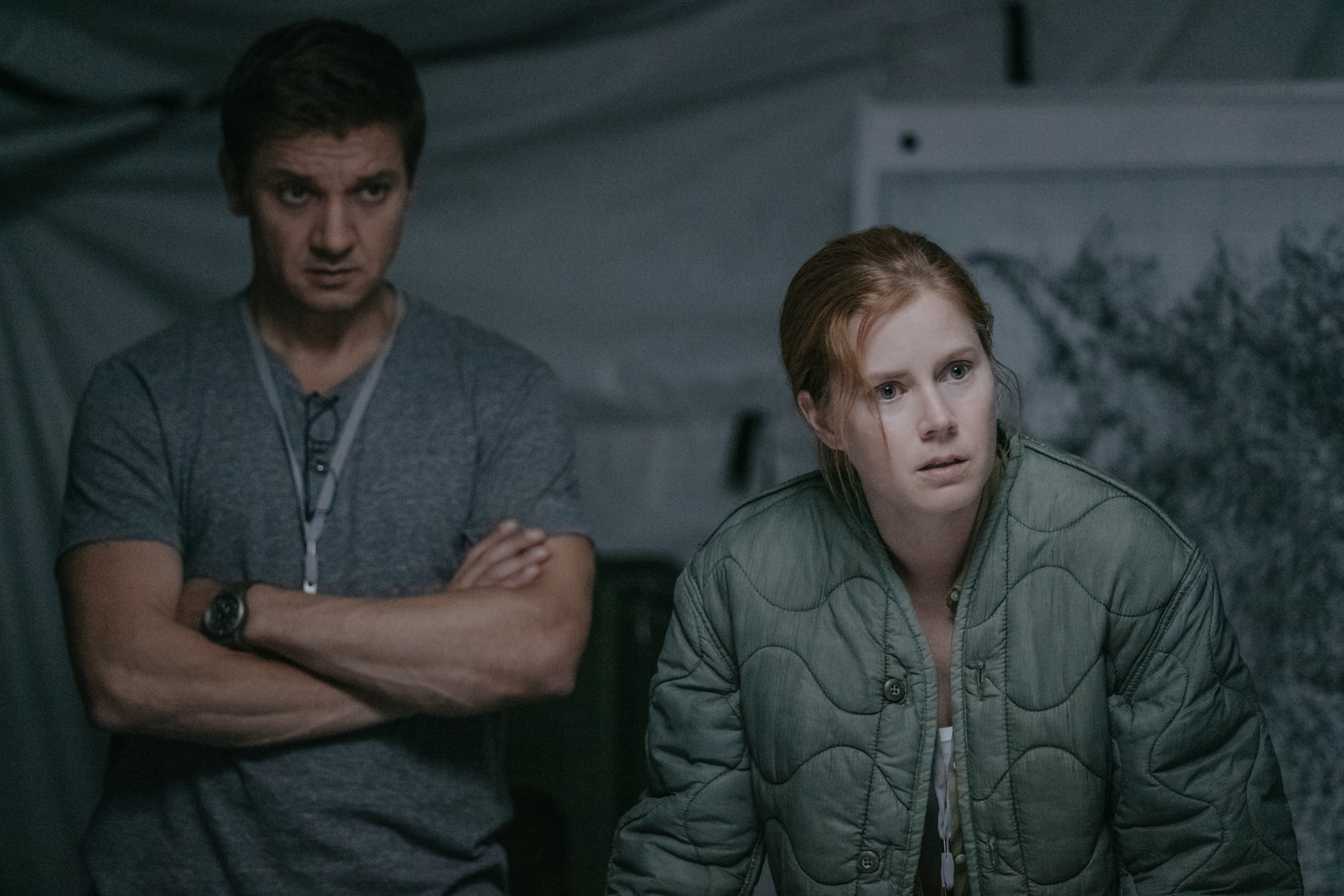 amy adams communicates aliens in arrival front row features l r jeremy renner as ian donnelly and amy adams as louise banks in arrival