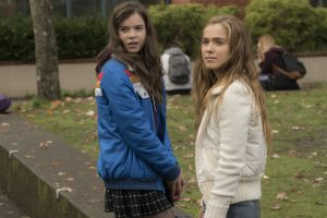 (Left to Right) Hailee Steinfeld and Haley Lu Richardson in THE EDGE OF SEVENTEEN. ©STX Productions. CR: Murray Close.
