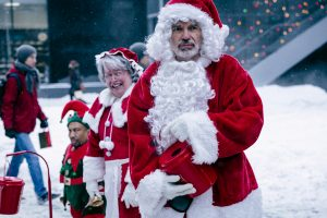(l-r) Tony Cox stars as Marcus Skidmore, Kathy Bates as Sunny Soke and Billy Bob Thornton as Willie Soke in BAD SANTA 2, ©Jan Thijs | Broad Green Pictures / Miramax