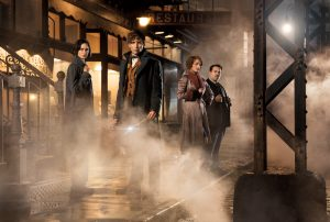 (l-r) Katherin Waterston as Tina, Eddie Redmayne as Newt, Alison Sudol as Queenie and Dan Fogler as Jacob in FANTASTIC BEASTS AND WHERE TO FIND THEM. ©Warner Bros. Entertainment. CR Jaap Buitendijk.