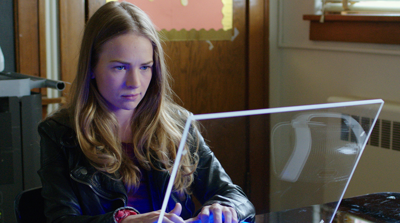 exclusive britt robertson on loving the alien in space