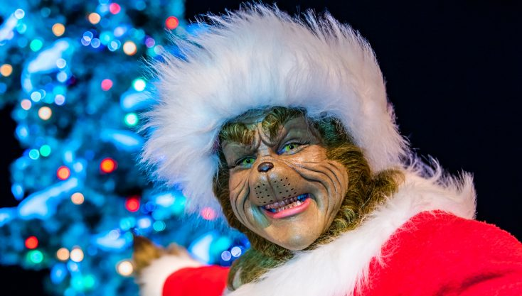 Mario Lopez Joins the Grinch to Celebrate Grinchmas at Universal Studios Hollywood